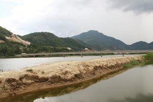 Đà Nẵng: Sông Cu Đê bị bóp nghẹt bởi hàng chục hồ nuôi tôm không phép