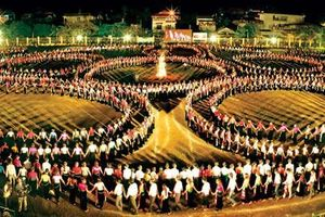 Màn múa xòe khổng lồ trong lễ hội hội văn hóa du lịch Mường Lò 2019
