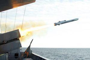 Tàu chiến Mỹ đến biển Đông có vũ khí mới khiến Trung Quốc e sợ