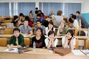 Tăng học phí đại học - làm sao để sinh viên và phụ huynh đồng thuận