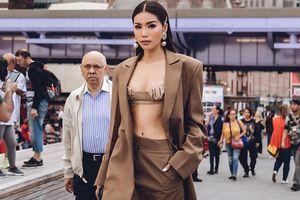 Minh Tú phanh vest khoe nội y táo bạo trên đường phố New York
