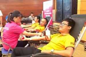 7.000 cán bộ, đoàn viên, thanh niên xếp hàng hiến máu tình nguyện