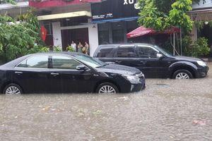 TP. Thái Nguyên ngập sâu, tường nhà máy đổ sập làm 3 người thiệt mạng
