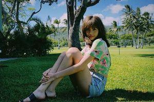 Áo croptop Lisa Black Pink mặc, mới đăng trên mạng 1h đã 'sold out' sạch sẽ