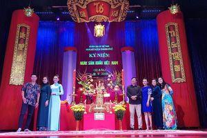 Nghệ sĩ TPHCM thắp hương tri ân Tổ nghiệp sân khấu
