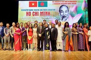 Nghệ sĩ Bangladesh trình diễn tác phẩm về cuộc đời của Chủ tịch Hồ Chí Minh