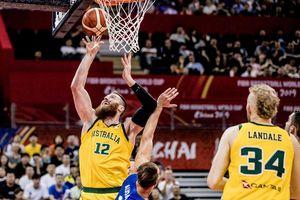 Dội cơn mưa 3 điểm ở hiệp 3, Úc vượt qua Cộng hòa Czech để tiến vào bán kết FIBA World Cup 2019