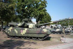 Ukraine biểu dương lực lượng tăng thiết giáp hùng hậu răn đe ly khai miền Đông