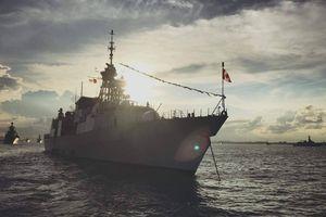 Tàu chiến Canada đi qua eo biển Đài Loan