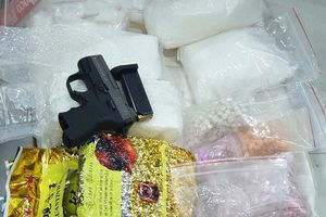 Nhóm buôn ma túy thủ súng, thuê chung cư để giao dịch ở TP.HCM