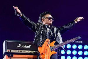 Jack Ma được khen khi hát rock ở bữa tiệc từ chức chủ tịch Alibaba