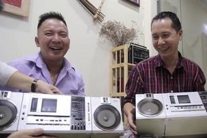 Bộ sưu tập gần 1.000 chiếc radio cassette cổ ở Hà Nội