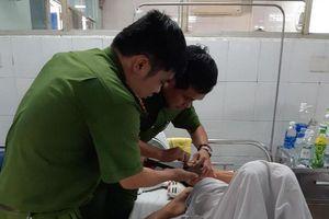 Đến tận giường bệnh làm CMND cho cụ bà được hưởng chế độ bảo hiểm