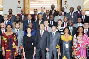 Thủ tướng Nguyễn Xuân Phúc tiếp Đoàn Đại sứ các nước Trung Đông - châu Phi; Bộ trưởng Ngoại thương và Đầu tư nước ngoài Cu-ba