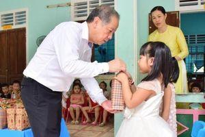 Thăm, tặng quà Trung thu cho thiếu nhi tại Thừa Thiên - Huế