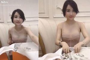 Vợ hai đại gia Minh Nhựa bị 'bóc mẽ' street style toàn là 'ảnh đi mượn'