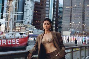 Minh Tú khoe ngực đầy eo thon với trang phục táo bạo trên đường phố New York