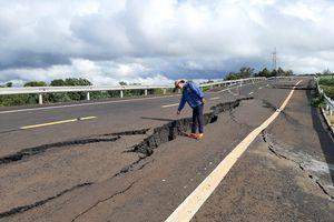 Tuyến tránh Chư Sê 250 tỉ đồng nứt gãy: Khó khắc phục vì 'mưa, địa chất phức tạp'