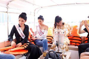 Hoa hậu trải nghiệm buýt sông Sài Gòn