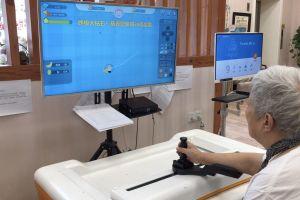 Chơi game với robot để phục hồi chức năng ở người cao tuổi