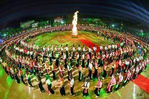 Yên Bái mở hội 5 nghìn người múa xòe Thái và đăng ký kỷ lục thế giới