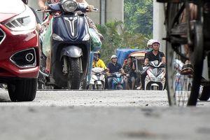 Tuyến đường lớn nhất Thủ đô có mặt đường nhấp nhô, không làn, không vạch