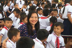 Lễ khai giảng muộn của những học sinh đi dép lê