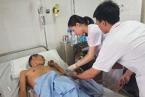 Bệnh nhân người Lào bị tràn dịch mủ màng phổi được bác sĩ Việt cứu sống