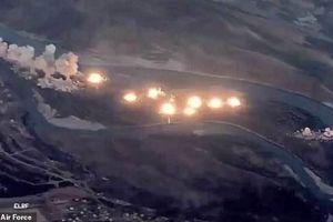 Xem Mỹ ném bom rải thảm hòn đảo đầy quân IS