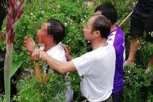 Hà Nội: Bắt người đàn ông nghi bắt cóc trẻ em giao cho công an
