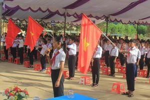 Bộ trưởng Phùng Xuân Nhạ dự lễ khai giảng tại rốn lũ xã Tân Hóa