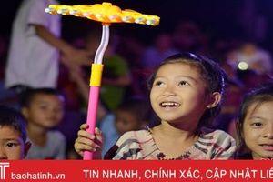 Niềm vui trung thu đến với trẻ em vùng ảnh hưởng bão số 4 ở Hà Tĩnh