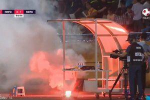 Hà Nội FC vùi dập Nam Định 6 - 1 trong ngày pháo sáng đỏ rực trên sân Hàng Đẫy