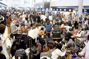 Nhật Bản: Hơn 1 vạn người phải ngủ qua đêm ở sân bay vì bão