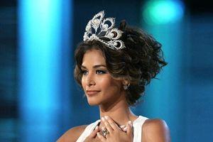 Hoàng Thùy phấn khích khi Miss Universe làm vương miện mới, 'sa thải' huyền thoại Mikimoto gãy cánh