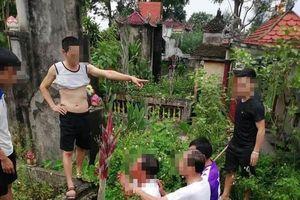 Nghi người đàn ông bắt cóc trẻ em, rất đông người dân vây kín ủy ban xã