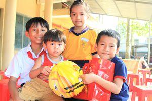 Tặng quà trung thu cho 400 trẻ em có hoàn cảnh khó khăn