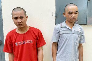 Bắt 2 kẻ nhiều tiền án cầm dao lam rạch mùng trộm iPhone