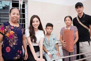 Cặp đôi Bình An – Phương Nga đón Trung thu ý nghĩa bên các bệnh nhi