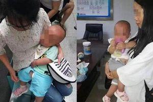 Người mẹ bán con song sinh lấy tiền trả nợ, mua điện thoại