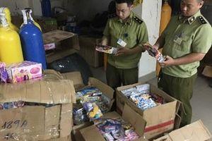 Thu giữ hàng nghìn sản phẩm đồ chơi nhập lậu tại phố Hàng Mã, Hàng Lược, Lương Văn Can