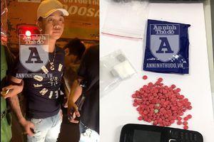 'Găm' đủ loại ma túy trong túi đeo, đối tượng xăm trổ định tẩu tán ngay trong taxi