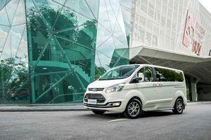 Ford Việt Nam chính thức ra mắt xe 7 chỗ Tourneo, chốt giá 999 triệu đồng