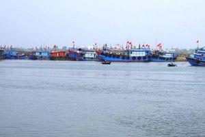 Thanh Hóa: Lật thuyền trên sông Lạch Bạng, 1 người mất tích