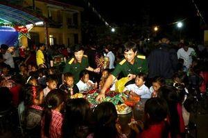 Thắp sáng 'vầng trăng yêu thương' cho trẻ em nghèo