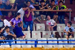 Toàn cảnh vụ fan nữ trúng pháo sáng CĐV Nam Định