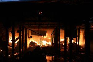Chợ Mộc Bài ở Bình Định bị lửa thiêu rụi