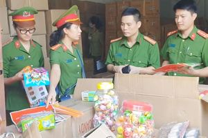 Bắt 50 tấn bánh kẹo, đồ chơi Trung thu nhập lậu từ Trung Quốc trị giá nhiều tỉ đồng