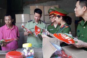 Cận Trung thu, phát hiện hàng chục tấn bánh kẹo Trung Quốc in mã Hàn Quốc, Thái Lan...