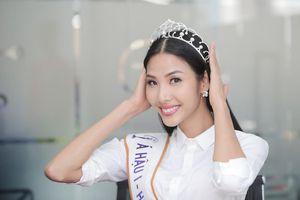 Hoàng Thùy háo hức vì Miss Universe 2019 sẽ được đội vương miện kim cương mới